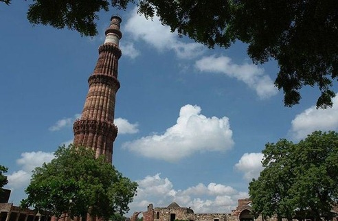 QutubMinar Top 10 Tourist Destinations in India