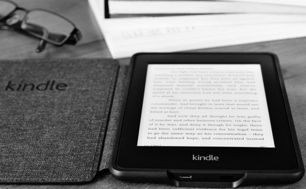 Amazon Kindle reading books