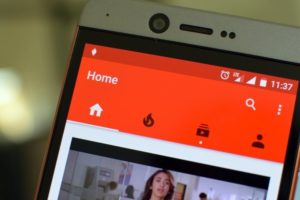 YouTube Introduces Mobile Live Streaming & Super Chats Feature!