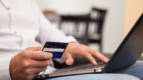 Debit Card Usage Rises to 60% Post Demonetization; Wallets Usage Falls by 50% in 2017!