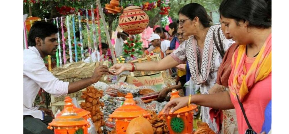 This City Is Boycotting Chinese Lights & Buying Indian Earthen Lamps For Diwali; Win For Make In India?