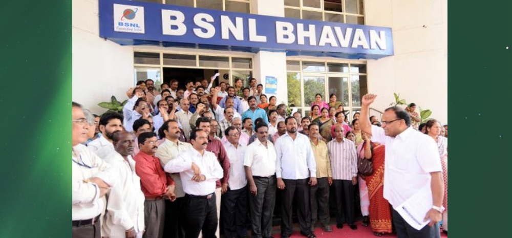 BSNL Rolls Out VRS To Save Rs 7000 Cr/Yr: 100,000 Employees Are Eligible, 18,000 Already Said Yes