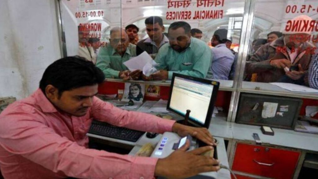 Govt Orders All States To Vaccinate 13.5 Lakh Bank Employees On An Urgent Basis
